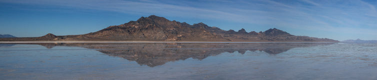 盐湖的镜象 图库摄影