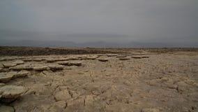 盐溶在Dallol火山的火山口里面的纹理, Danakil消沉,在远处,埃塞俄比亚 库存照片