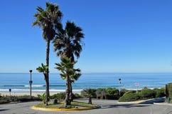 盐溶小河海滩公园的走道在达讷论点,加利福尼亚 免版税库存图片