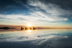 盐溶平的撒拉族de Uyuni在日出, Altiplano,玻利维亚 库存照片