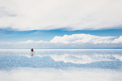 盐溶平的撒拉族de Uyuni, Altiplano,玻利维亚 免版税库存照片
