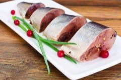 盐用卤汁泡的鲭鱼用蔓越桔和香料 免版税库存图片