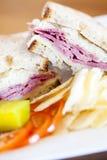 盐腌的牛肉reuben三明治 免版税库存图片