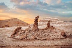 盐雕塑是月亮谷的美好的地质结构 免版税库存图片