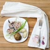 盐鲭鱼用土豆 库存图片