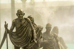 盐3月或Dandi有雾的背景的甘地带领的3月 免版税库存图片