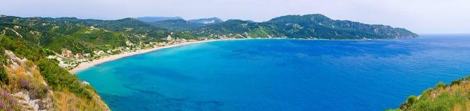 盐水湖和高峭壁临近贴水乔治斯,科孚岛,希腊 免版税库存图片