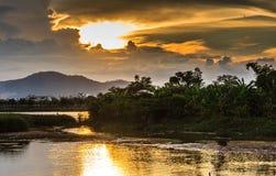 盐水湖桥梁两越南 免版税库存照片