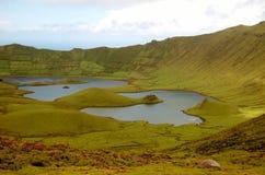 盐水湖的看法火山锥体的,亚速尔群岛,葡萄牙 免版税库存照片