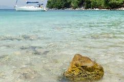 盐水湖视图用绿松石水 免版税库存图片