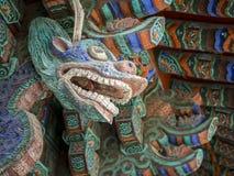 监护人在Bulguksa寺庙的龙雕塑在庆州,韩国 免版税库存图片