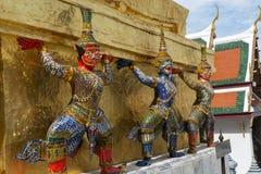监护人在Wat Phra Keaw 免版税库存图片