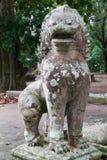 监护人狮子雕象 免版税库存照片