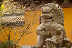 监护人狮子雕象 免版税图库摄影