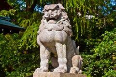 监护人狮子 免版税库存图片