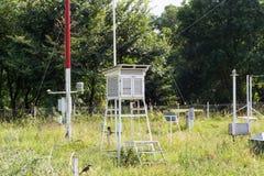监测环境空气压力,湿气,温度的气象台 免版税库存图片