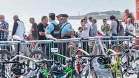 监测观察者的警察 免版税库存照片