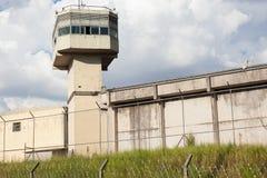 监狱大厦和导线 免版税图库摄影