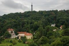 监视塔1891, Petrin小山公园, Pragu全景  库存图片