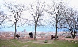 监视点的人们在利昂,法国:Jardin des求知欲 库存照片