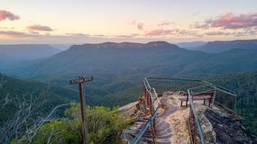 监视风景视图蓝山山脉澳大利亚 免版税库存图片