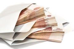 盒在信封的俄国钞票 免版税图库摄影