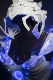 盔甲、利用仿生学的装甲有蓝色LED光的和塑料材料 免版税库存照片