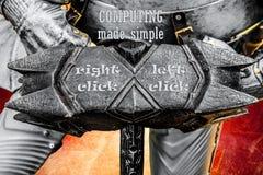 盔甲和中世纪骑士的战争锤子 库存图片