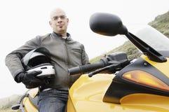 盔甲坐人的摩托车腋下 图库摄影