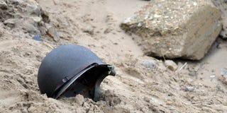 头盔de soldat我们sur la色球d'Utah海滩,法国 图库摄影