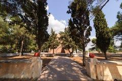 盖利博卢,土耳其- 2016年9月13日:Nuri Yamut纪念品和公墓在沟壑山沟, 1915竞选的Gallipoli零件顶部我 图库摄影
