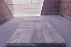 盖利博卢,土耳其- 2016年9月13日:Nuri Yamut纪念品和公墓在沟壑山沟, 1915竞选的Gallipoli零件顶部我 免版税库存图片
