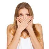 盖她的嘴的惊奇的愉快的美丽的妇女用手 查出在白色 免版税库存图片