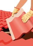 盖屋顶的人 免版税库存照片