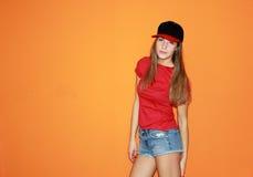 盖帽和黑矽石的美丽的女孩 库存图片