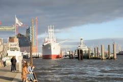 盖帽圣地亚哥在汉堡港口  免版税图库摄影