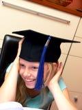 盖帽女孩毕业微笑