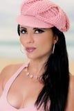 盖帽时兴的桃红色妇女 免版税库存图片