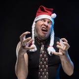 盖帽的情感喜剧演员人有辫子的姿势示意,预期圣诞节和新年 库存图片
