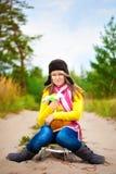 盖帽的滑稽的女孩有耳朵挡水板和花的 库存图片