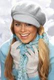 盖帽针织品工作室佩带的妇女年轻人 免版税库存照片