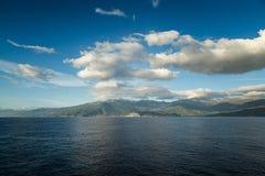 盖帽Corse东部海岸线在可西嘉岛 免版税库存图片