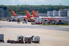 盖特威克,英国- 4月10日:容易的喷气机空中客车飞机在盖特威克机场停放了 图库摄影