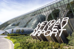 盖达尔・阿利耶夫国际机场标志的看法,在巴库, A 免版税图库摄影