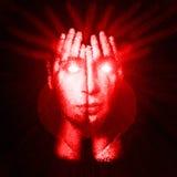 盖他的面孔和眼睛的一个人的超现实的画象用他的手 面孔通过手发光 两次曝光 免版税库存图片