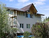 盘区米黄房屋板壁的设施在门面的 库存照片
