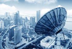 盘和城市视图 库存图片