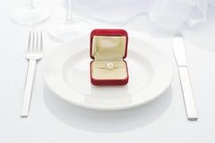 盘和珍珠环形 免版税库存照片