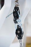 绞盘和绳索,游艇细节 图库摄影
