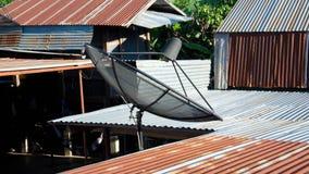 盘屋顶卫星 库存照片